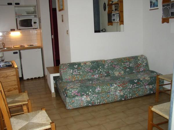 lit en 140 transform en canap le jour location appartement la grande motte. Black Bedroom Furniture Sets. Home Design Ideas